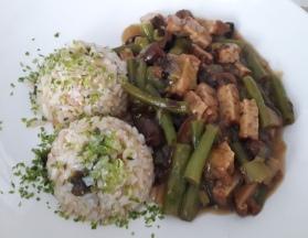 omacka-ze-zelnych-fazolek-s-houbami-shitake-a-tempehem